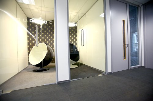 Co-working offices in London for rent breakout space