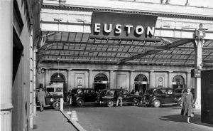 Euston_old_station_for-commuters-to-office-space