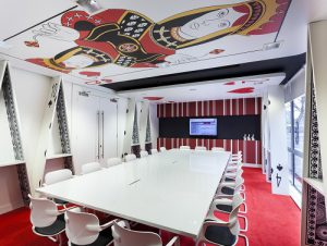 queen-of-hearts-red-room