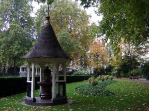 Finsbury Circus park near Finsbury House office for rent in London