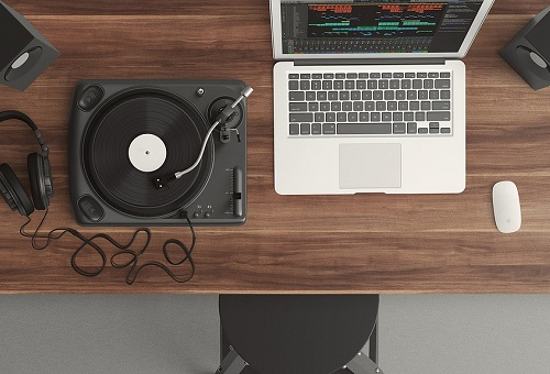 Desk Turntable music in managed office space london